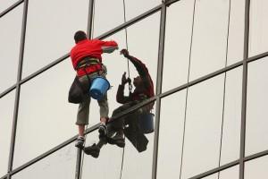 Irodaházak ablakait bízzuk ipari alpinistára
